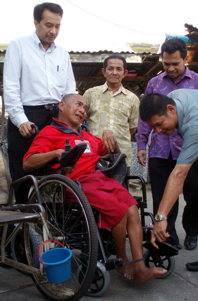 kam-bee-chuan-with-his-motorise-wheelchair.jpg