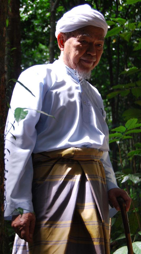 tok-guru-nik-aziz-3.jpg