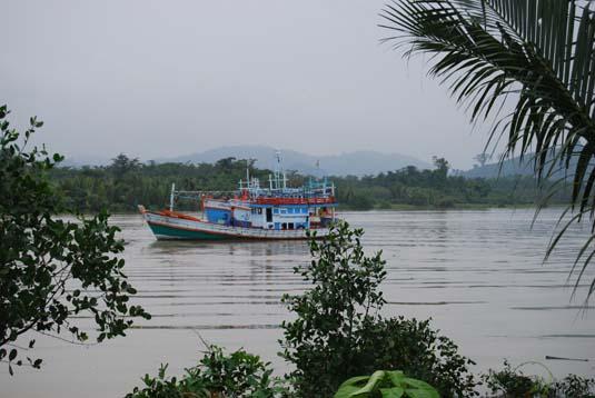 thai-myanmar-border.jpg