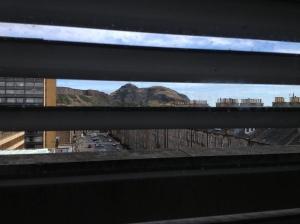 Pemandangan dari keluar dari jendela Perpustakaan Utama di George Square