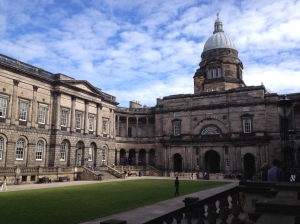 Pemandangan dari dataran di dalam Old College, South Bridge Edinburgh